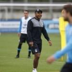 Treino com cobrança de laterais e troca de passes no CT Luiz Carvalho…